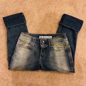 VGUC. GAP LOW RISE CROPPED JEANS. SIZE 2